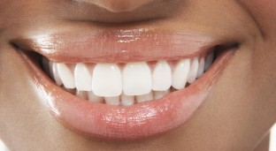 5 Natural Ways To Keep Your Teeth Pearly White