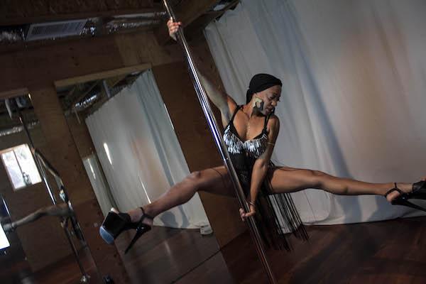 Pole Dancing Makeda Smith